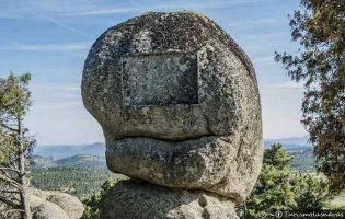 Piedra de los Trece Roles