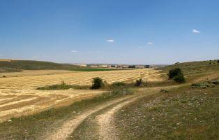 Al fondo el Caserío de Aldeonte - Senderismo Segovia