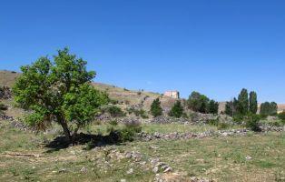 Restos Iglesia de Santa María de Bálsamos - Senderismo Segovia