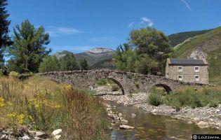 Puente de Valdelugueros.
